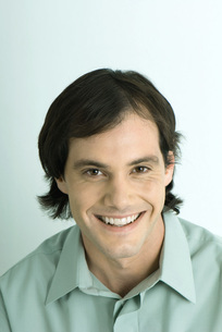 Man smiling at cameraの写真素材 [FYI04319228]