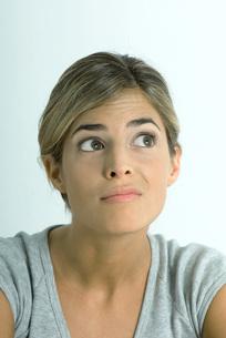 Woman making faceの写真素材 [FYI04319233]