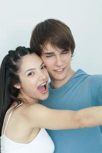 Young couple, dancing cheek to cheekの写真素材 [FYI04319331]