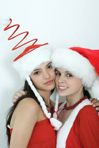 Friends dressed in Christmas costumesの写真素材 [FYI04319344]