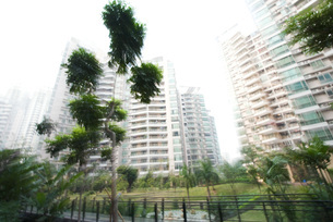 high rise apartments and parkの写真素材 [FYI04319579]