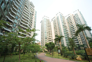 park and high rise apartmentsの写真素材 [FYI04319580]