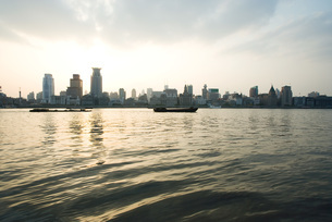 view of high rises from riverの写真素材 [FYI04319645]