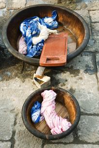 Wash bassins with washboardの写真素材 [FYI04319667]