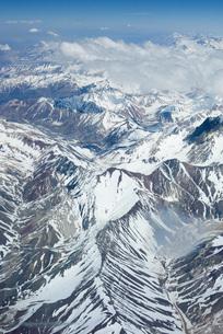 Snow-covered mountain rangeの写真素材 [FYI04319673]