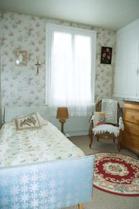 Rustic home interior, bedroomの写真素材 [FYI04319684]