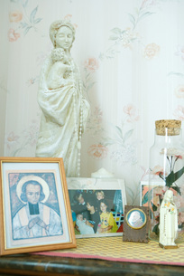 Religious objects and photosの写真素材 [FYI04319686]