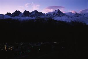 Illuminated townの写真素材 [FYI04319771]
