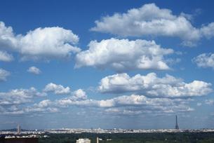 Cloudscape over Parisの写真素材 [FYI04319772]