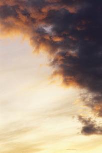 Moody skyの写真素材 [FYI04319787]