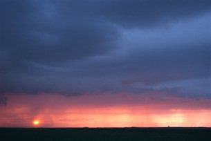 Moody sky at sunsetの写真素材 [FYI04319828]