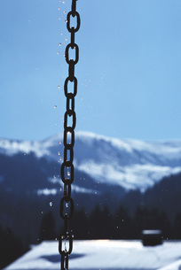Chain, mountain landscape in backgroundの写真素材 [FYI04319839]