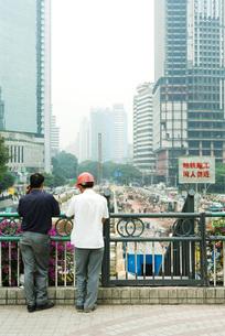 two men looking over construction siteの写真素材 [FYI04319913]