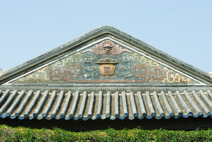 Chinese temple, decorative roof lineの写真素材 [FYI04319948]
