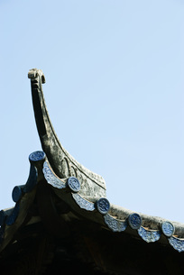 Detail on roof of Chinese templeの写真素材 [FYI04319950]