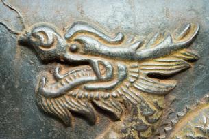 Bronze dragon in reliefの写真素材 [FYI04319972]