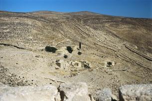 Jordan, village in arid landscapeの写真素材 [FYI04319981]