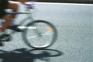 Cyclist, blurred motionの写真素材 [FYI04320008]