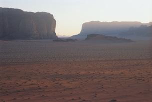 Jordan, canyon in distanceの写真素材 [FYI04320019]