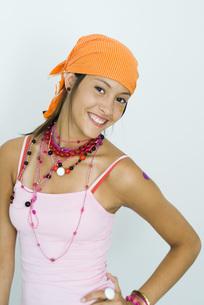 Girl wearing bandana over shoulderの写真素材 [FYI04320281]