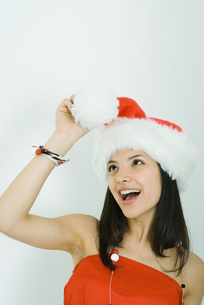 Girl wearing Santa hat at pom-pomの写真素材 [FYI04320313]