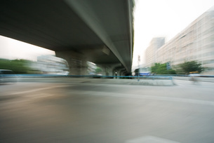 Overpass viewed from freewayの写真素材 [FYI04320327]