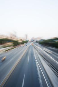 City thoroughfare, blurred motionの写真素材 [FYI04320338]