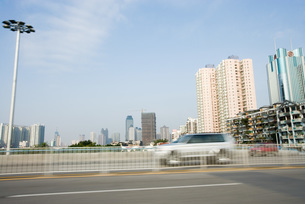 Road and cityscape, blurred motionの写真素材 [FYI04320364]