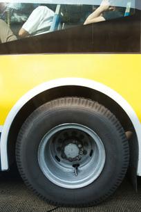 Bus tireの写真素材 [FYI04320391]