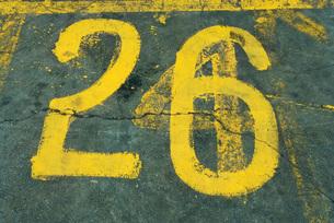 Number 26 painted on asphaltの写真素材 [FYI04320398]