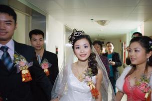 Wedding procession movingの写真素材 [FYI04320453]