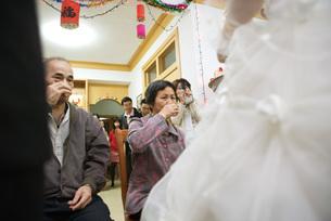 Chinese wedding tea ceremonyの写真素材 [FYI04320469]