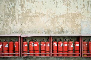 Row of fire extinguishersの写真素材 [FYI04320546]