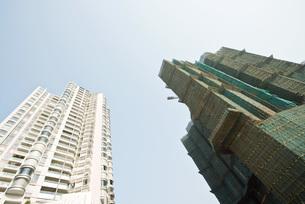 Two high risesの写真素材 [FYI04320610]