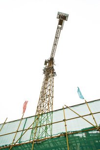 Scaffolding and craneの写真素材 [FYI04320660]