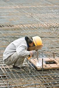 Construction worker workingの写真素材 [FYI04320675]