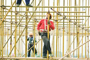 Construction workers workingの写真素材 [FYI04320678]