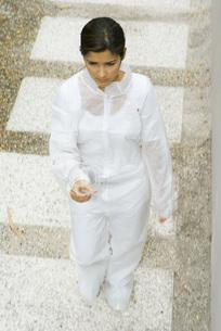 Woman in protective suit walkingの写真素材 [FYI04320915]