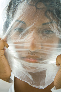 Woman with plastic bag over faceの写真素材 [FYI04320917]