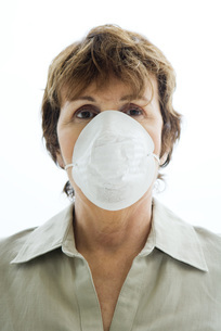 Woman wearing pollution maskの写真素材 [FYI04320922]