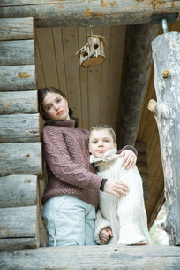 girl embracing brother at cameraの写真素材 [FYI04320990]