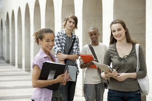 University students on campusの写真素材 [FYI04321746]