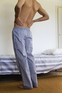 Man experiencing lower back pain, croppedsの写真素材 [FYI04321852]