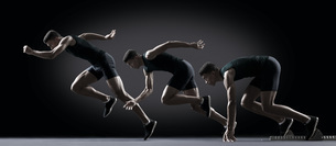 Sequence of male athlete running from starting lineの写真素材 [FYI04321999]