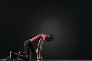 Male athlete on starting blockの写真素材 [FYI04322007]