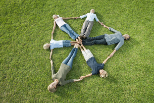 People on grass forming shape of shieldの写真素材 [FYI04322109]