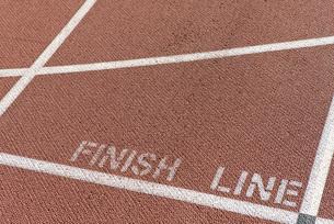 Finishing line of running trackの写真素材 [FYI04322111]