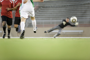 Soccer player shooting ball at goal, croppedの写真素材 [FYI04322171]