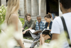 University students studying on campus, people in foregroundの写真素材 [FYI04322248]