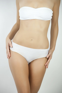Woman standing in underwear, croppedの写真素材 [FYI04322371]